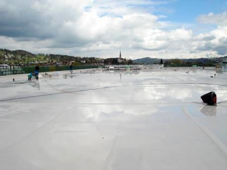 Flachdach OBI St.Gallen West mit Kunststoffdichtungsbahnen Sarnafil